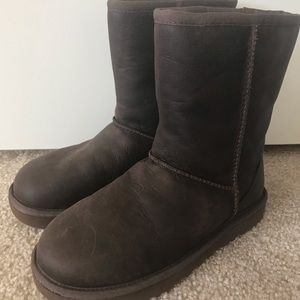 New UGG Classic Brown Leather Boots SZ 6 & 5
